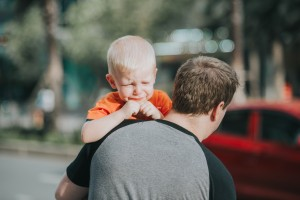Cum îmi ajut copilul să se calmeze?