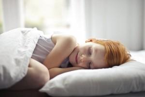 Cât trebuie să doarmă copiii?